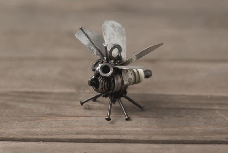 """Anhänger """"Insekt"""" aus alter Zündkerze"""