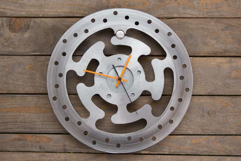 Uhr aus alter Harley-Bremsscheibe
