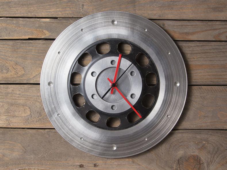 Uhr aus alter Motorrad-Bremsscheibe