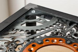 Tisch aus Motorradteilen