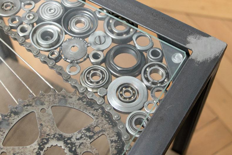 Tisch aus Fahrradteilen