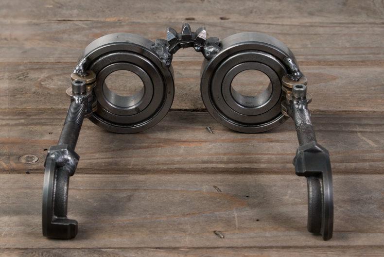 Brille aus Motorradteilen