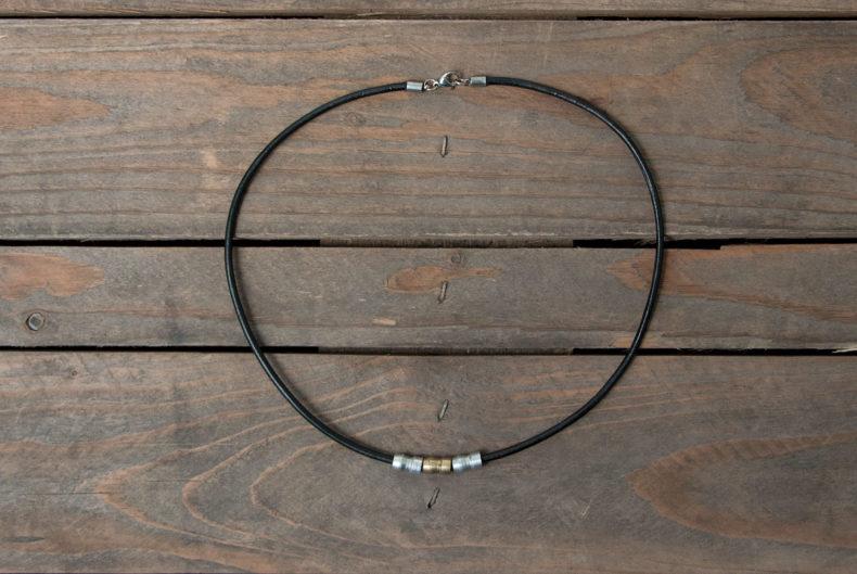Halskette aus alten Zündkerzen-Adaptern