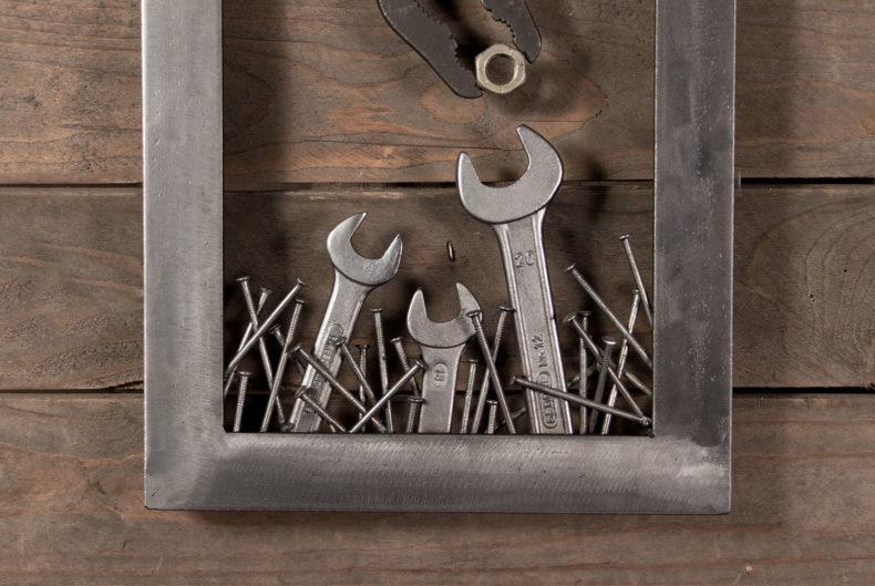 """Bild """"Vogelnest"""" aus alten Werkzeugen und Schrott"""