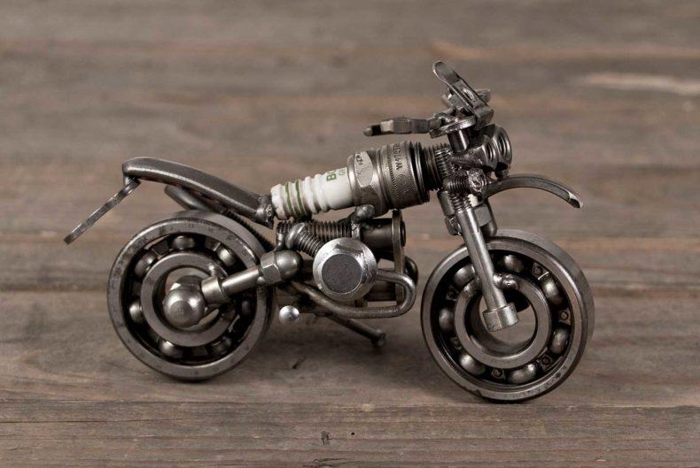 Motorradmodell aus einer alten Zündkerze - BMW R 1150 GS