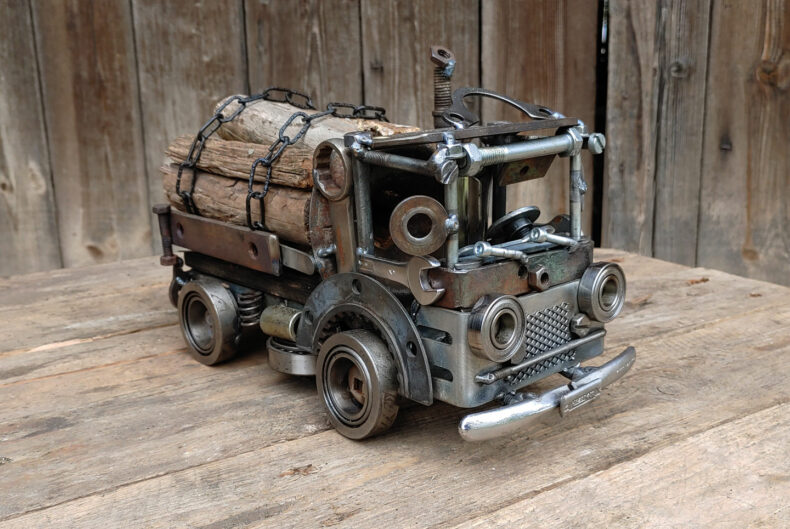 LKW-Modell aus Schrott